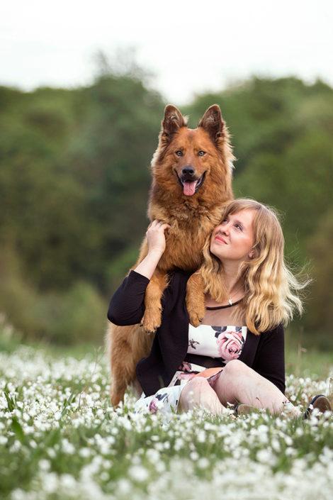 Professionelle Hundefotografie Hund mit Mensch in Hannover